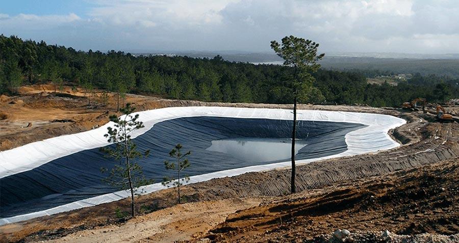 Lago de golf en proceso de construcción